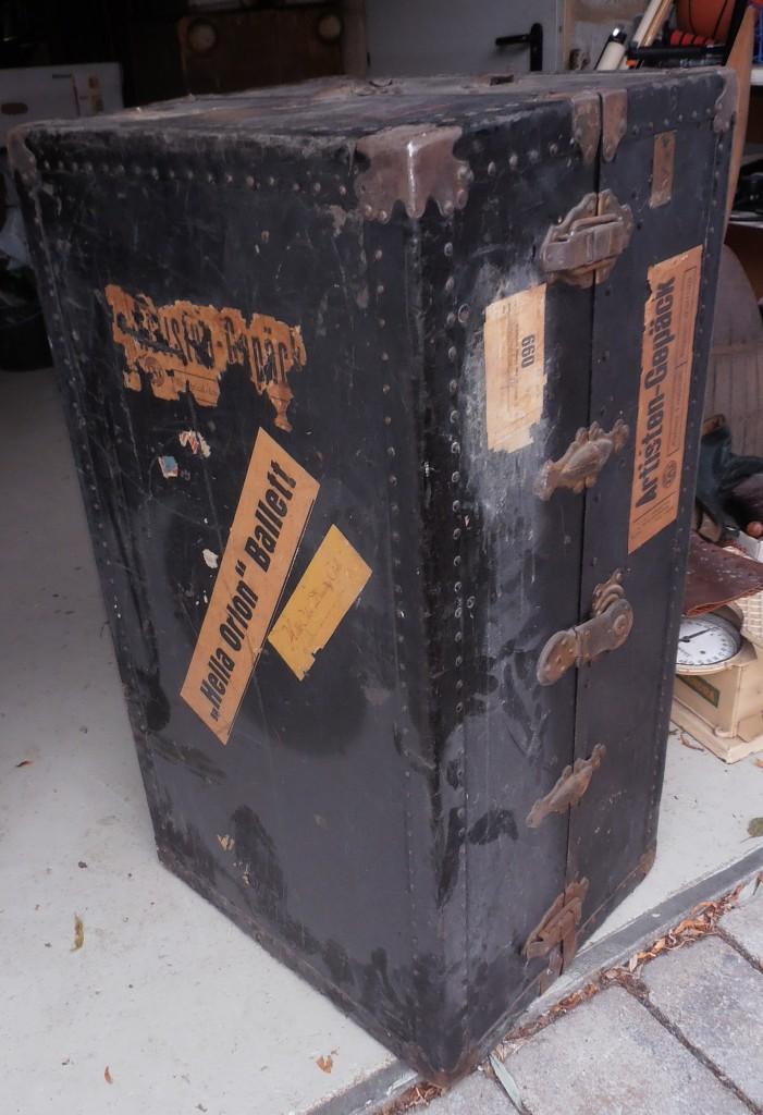 Schrankkoffer vor der Renovierung - Wardrobe trunk