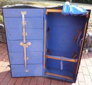 Schrankkoffer vor der Renovierung