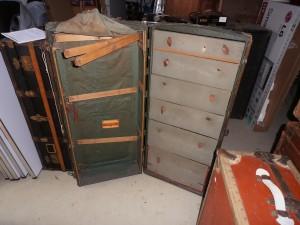 Schrankkoffer Nr. 40, Innenansicht mit 6 Schubladen